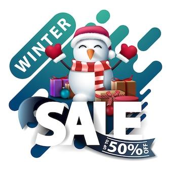 Zimowa wyprzedaż, do 50 zniżki, pojawiają się zniżki na stronie internetowej w stylu lampy lawowej z dużymi literami, niebieską wstążką i bałwanem w czapce świętego mikołaja z prezentami