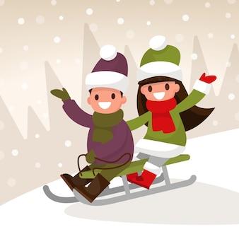 Zimowe gry dla dzieci. chłopiec i dziewczynka zjeżdżają na sankach ze wzgórza.