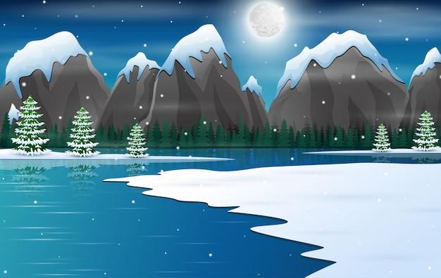 Zimowy noc krajobraz z ośnieżonych skał