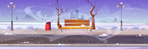 Zimowy park miejski z drewnianą ławką, nagimi drzewami, zamiecią śnieżną i zaspami