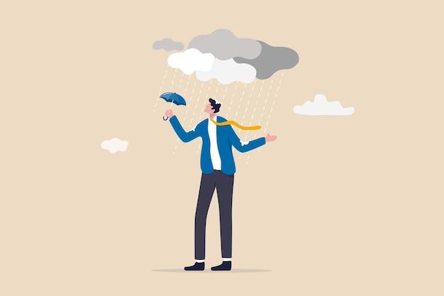 Zła decyzja lub błąd biznesowy powodujący awarię, zarządzanie ryzykiem lub pechową koncepcję problemu i kłopotów, przesiąknięty nieszczęściem biznesmen ze zbyt małą ochroną parasola w silnej burzy.