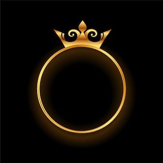 Złota korona z okrągłym tłem ramki pierścieniowej