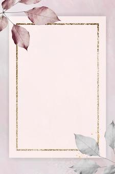 Złota rama z liśćmi na marmurowym teksturowanym tle