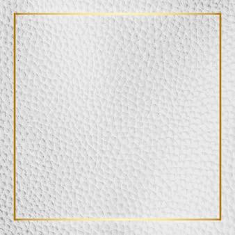 Złota ramka na białym skórzanym tle