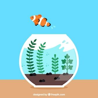 Złota rybka, wyskakując z akwarium w płaski