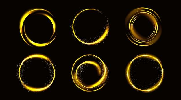 Złote kółka z iskierkami, złote okrągłe ramki, błyszczące obramowania z brokatem lub czarodziejskim pyłem, świecące pierścienie, elementy projektu fantasy na białym tle realistyczna ilustracja wektorowa 3d, zestaw