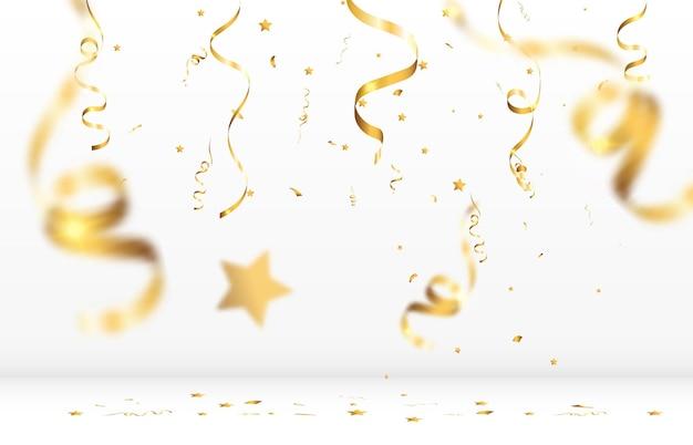 Złote konfetti spada na białym tle