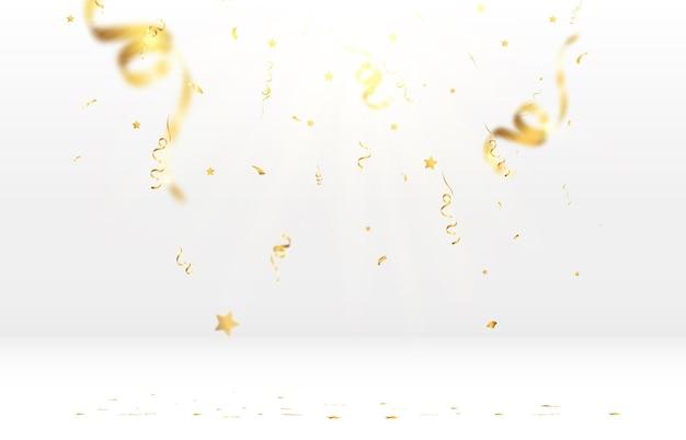 Złote konfetti spada na pięknym tle spadające serpentyny na scenie