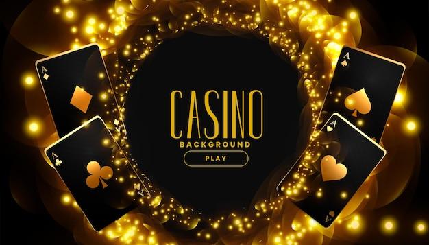 Złote tło kasyna z kartami do gry