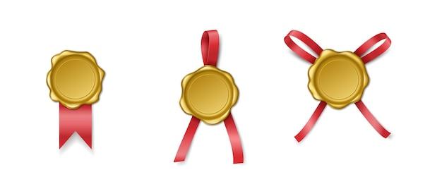 Złote znaczki świec z wstążkami. znak uszczelniający lub pieczęć woskowa do ochrony poczty królewskiej lub znak gwarancji pusty dla etykiet. realistyczna ilustracja wektorowa