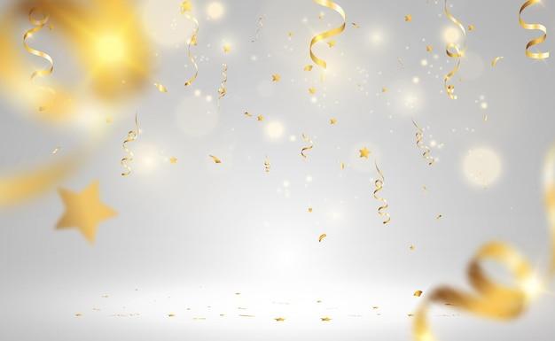 Złoty konfetti spada na pięknym tle spadające serpentyny na scenie