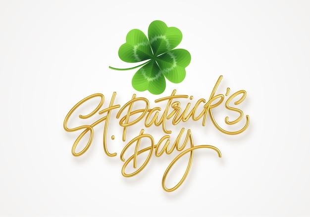 Złoty realistyczny napis happy st patricks day i realistyczny liść koniczyny.