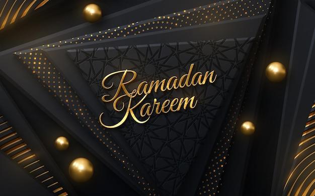 Złoty znak ramadan kareem na czarnych geometrycznych kształtach z tradycyjnym wzorem girih i błyszczy