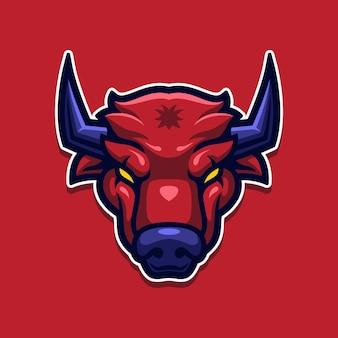 Zły czerwony byk maskotka na białym tle na czerwono