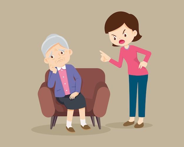 Zły kobieta zbeształ starszą kobietę siedzącą na kanapie