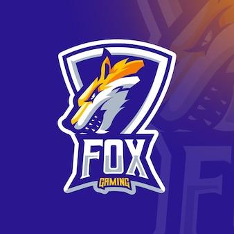 Zły lis w ramce ze szczegółowym szablonem logo gier e-sportowych