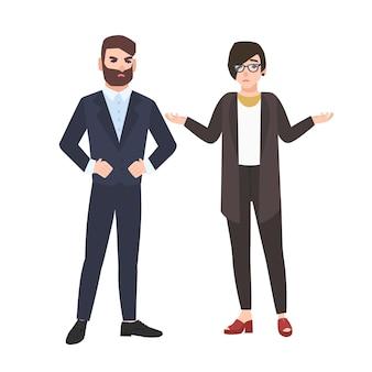 Zły szef i pracownica na białym tle. kobieta urzędniczka usprawiedliwia się lub usprawiedliwia przed zrzędliwym szefem lub dyrektorem. ilustracja wektorowa w stylu cartoon płaski.