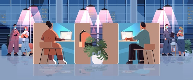 Zmęczeni biznesmeni w maskach pracujący razem w kreatywnym centrum coworkingowym koncepcja pracy zespołowej ciemna noc wnętrze biurowe poziome na całej długości
