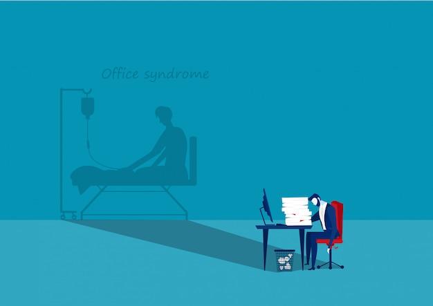 Zmęczony biznesmen przy biurem z cieniem