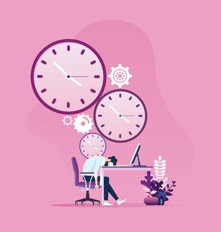 Zmęczony biznesmen śpi na stole z zegarem