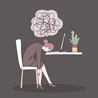 Zmęczony pracownik biurowy siedzący na krześle