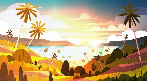 Zmierzch na tropikalnej plaży piękny krajobrazowy lata nadmorski z drzewkami palmowymi plakatowymi