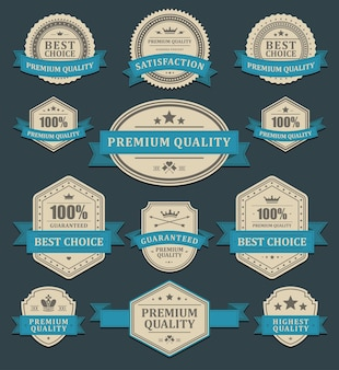 Zmięte etykiety promocyjne. wyblakły stary papier premium w niebieską wstążkę - najlepszy wybór.