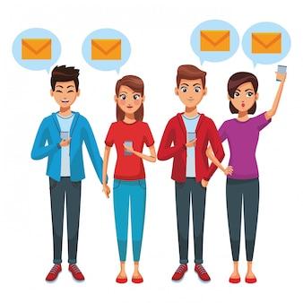 Znajomi używający smartfonów do wysyłania korespondencji