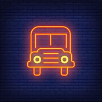 Znak neon autobusu szkolnego. nowoczesny pomarańczowy autobus szkolny z reflektorami.