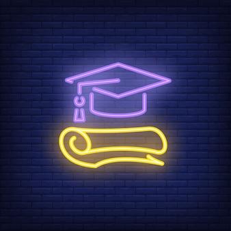 Znak neon gradacji. czapka i dyplom ukończenia szkoły. noc jasna reklama.