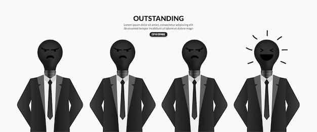 Znakomity biznesmen z żarówką zamiast głowy na białym tle
