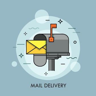 Żółta koperta w otwartej skrzynce pocztowej.