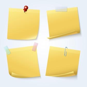 Żółte karteczki na białym tle