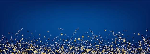 Żółte konfetti dekoracji panoramiczne niebieskie tło. świąteczny wzór serpentyny