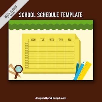 Żółty harmonogram szkoły z przedmiotami do klasy