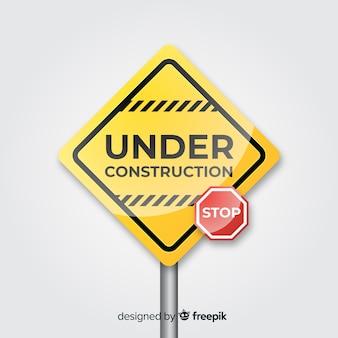 Żółty realistyczny znak w budowie
