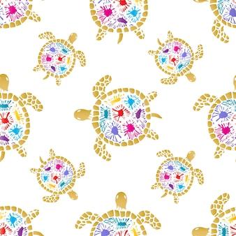 Żółw morski z kolorowymi plamami na wzór muszli.