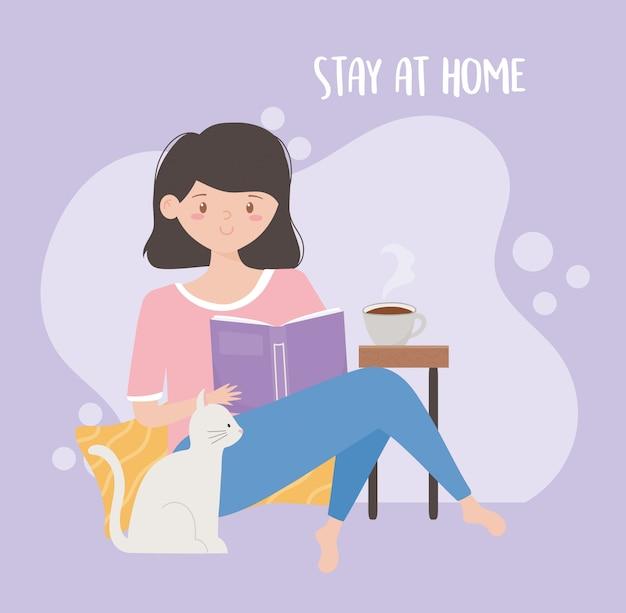 Zostań w domu, młoda kobieta, książkowa książka i kot kreskówka