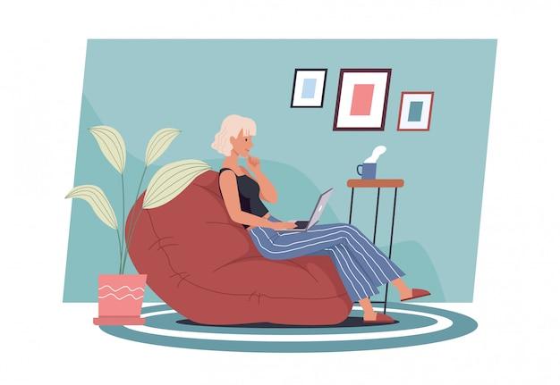 Zostań w domu. młoda kobieta pracuje na laptopie w domu. niezależny, praca w domu, praca zdalna i biuro domowe. ilustracja wektorowa w stylu płaski