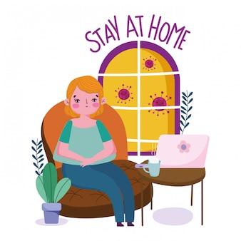 Zostań w domu, młoda kobieta siedzi na kanapie z kwarantanną na laptopa i filiżankę kawy, covid 19