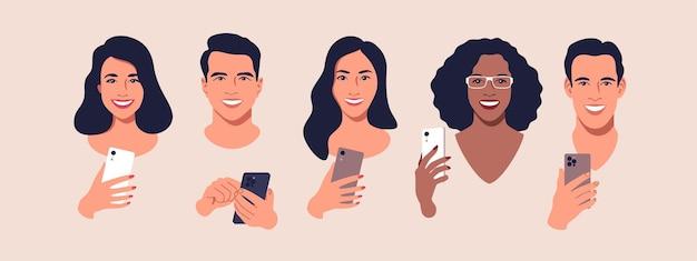 Zróżnicowana grupa ludzi z ilustracjami smartfonów