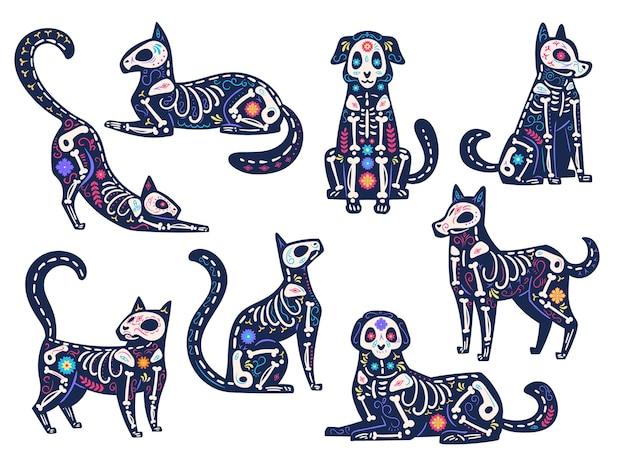 Zwierzęta dzienne. dia de los muertos, koty i psy czaszki, szkielety ozdobione kwiatami, tradycyjne meksykańskie symbole wektorowe wakacje łacińskie. dzień zmarłych, zwierzaki z kośćmi i kwiatami na imprezę