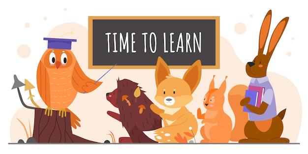 Zwierzęta uczą się w szkole ilustracji. nauczyciel kreskówka sowa ze wskaźnikiem uczący dzikich leśnych uczniów postaci zwierząt, jeż lisa wiewiórka zając studiuje i uczy się na białym