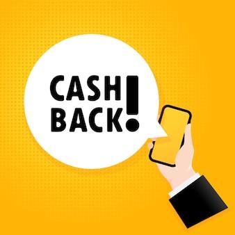 Zwrot gotówki. smartfon z tekstem bąbelkowym. plakat z tekstem cashback. komiks w stylu retro. dymek aplikacji telefonu. wektor eps 10. na białym tle.