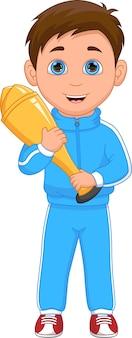 Zwycięzca chłopiec trzyma trofeum na białym tle