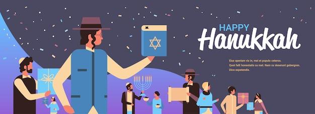 Żydzi ludzie stojący razem żydowscy mężczyźni kobiety w tradycyjnych strojach szczęśliwa chanuka