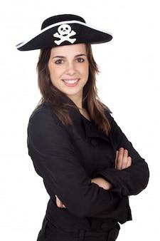 Ładna dziewczyna z pirackim kapeluszem nad białym tłem