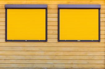 Żółty panel przedni z równymi liniami