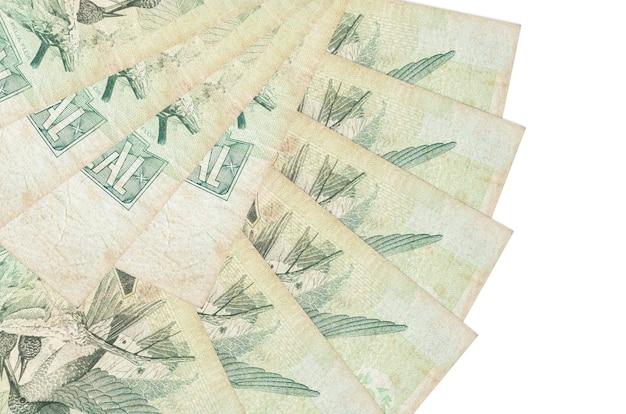 1 prawdziwe brazylijskie rachunki leżą na białym tle ułożone w kształcie wachlarza z bliska. koncepcja transakcji finansowych