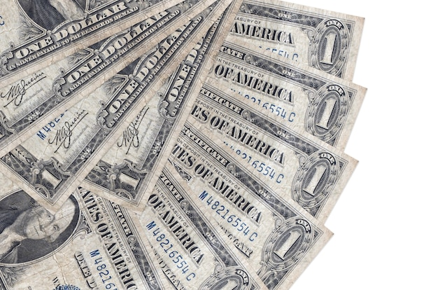 1 rachunki w dolarach amerykańskich leży na białym tle na białej ścianie z miejsca na kopię ułożone w kształcie wentylatora z bliska. koncepcja transakcji finansowych